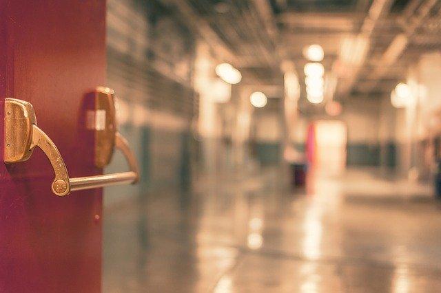 Donna abortisce nel bagno di un ospedale