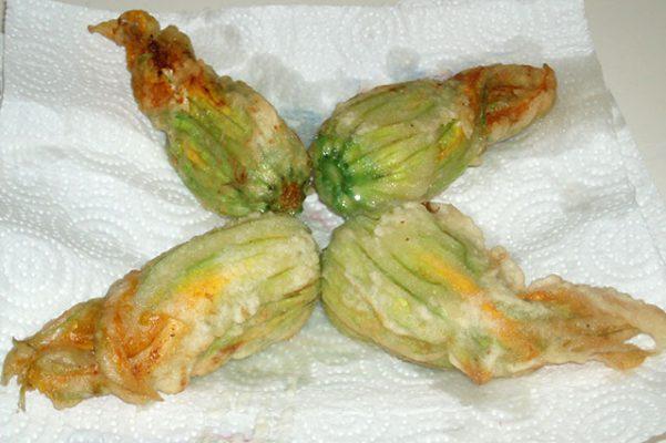 Fiori di zucchine in pastella