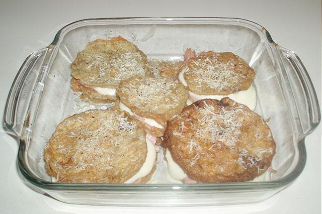 Medaglioni di melanzane con prosciutto e mozzarella