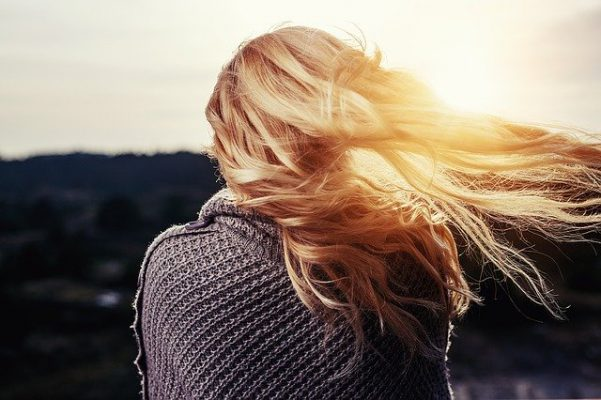 Proteggere i capelli d'estate
