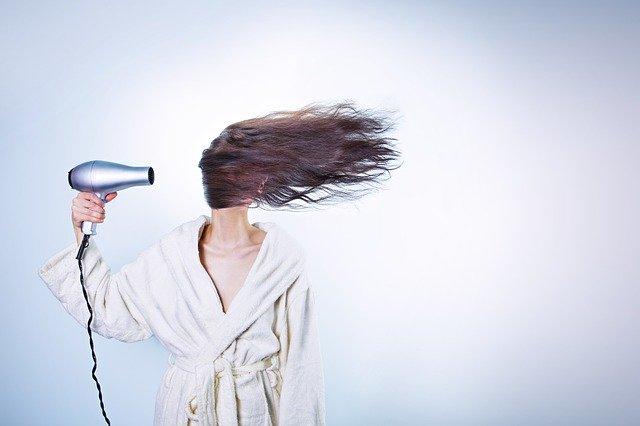 Caduta dei capelli nelle donne: cause e rimedi