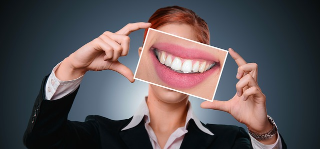 Denti bianchi, 9 rimedi naturali