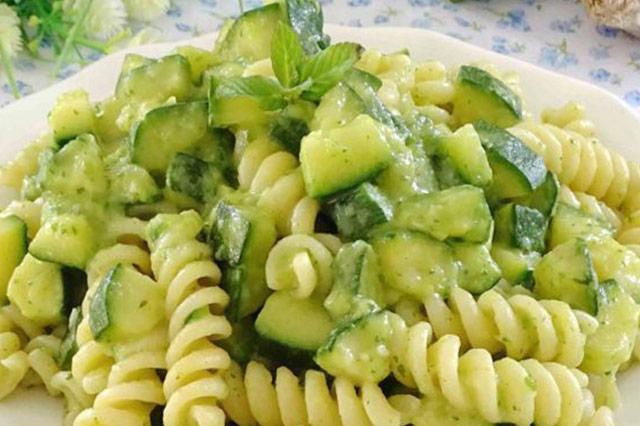 Pasta e zucchine: la ricetta light