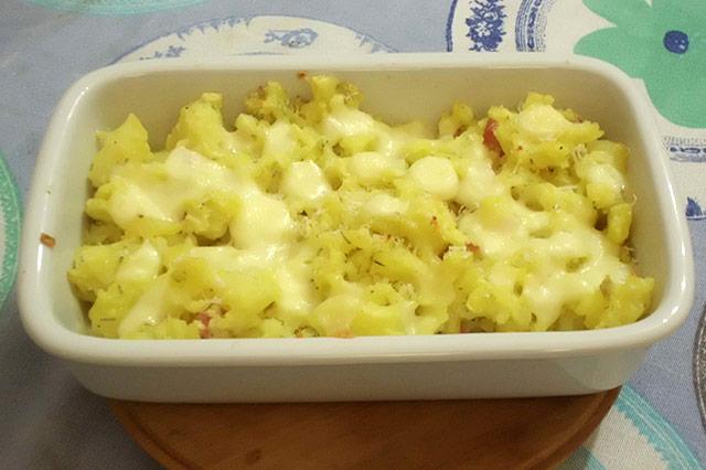 Patate sbriciolate con pancetta e formaggio