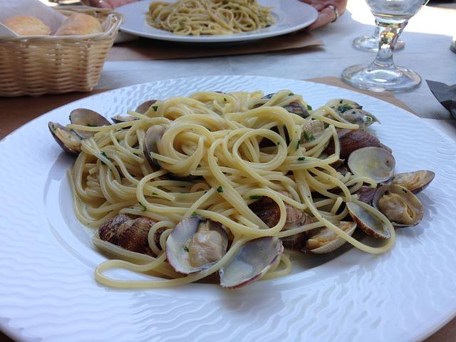 Spaghetti alle vongole, la ricetta napoletana