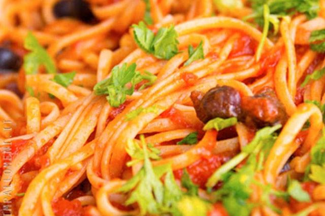 Linguine alla puttanesca, la ricetta napoletana originale